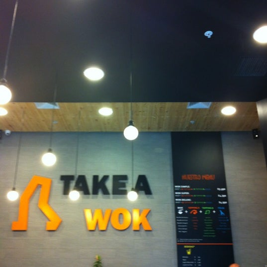 Foto scattata a Take a Wok da David C. il 10/20/2012