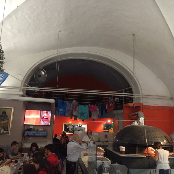 Foto tomada en Pizzeria O' Vesuvio Napoletana Forno Legna por Mustafa I. el 5/20/2016