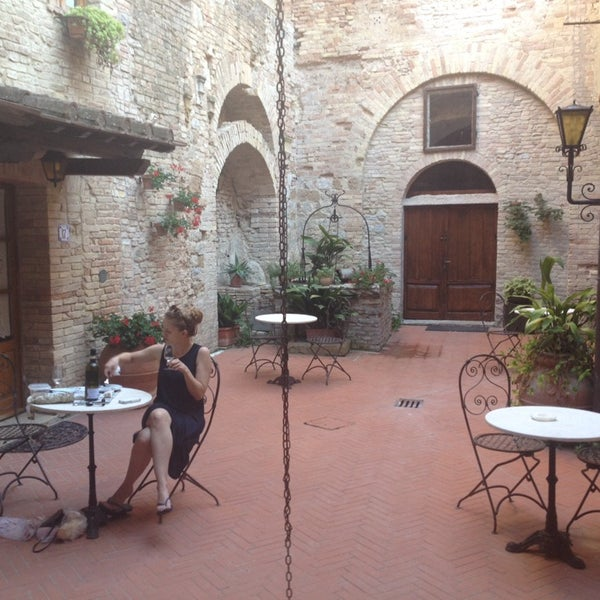 this is the most beautiful place in italy. we just had a nice dinner in the backyard!