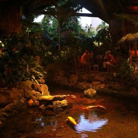 11/27/2012에 Aimee &.님이 Duke's Kauai에서 찍은 사진