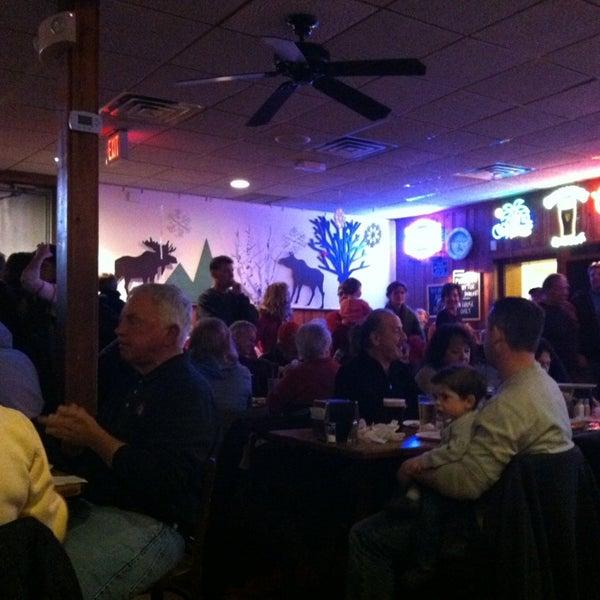 รูปภาพถ่ายที่ Star Tavern Pizzeria โดย Laura F. เมื่อ 1/12/2013