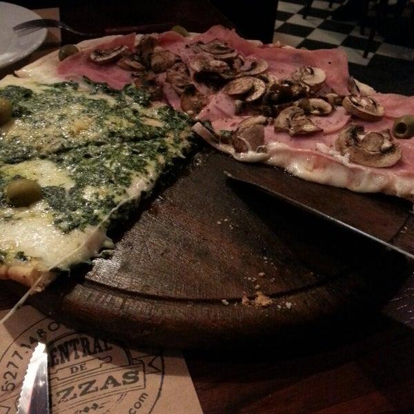 Foto tomada en Central de Pizzas por José M. el 5/18/2013