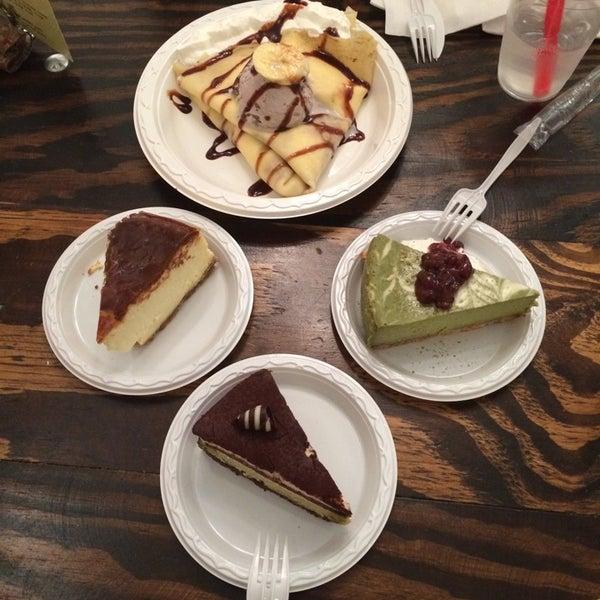 4/14/2014 tarihinde Yahmeela S.ziyaretçi tarafından Maid Cafe NY'de çekilen fotoğraf
