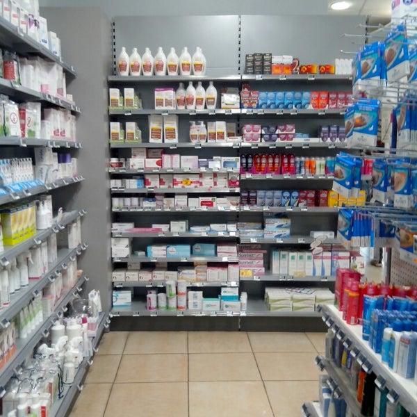 Das Foto wurde bei Grande Pharmacie de Provence von David V. am 4/27/2013 aufgenommen