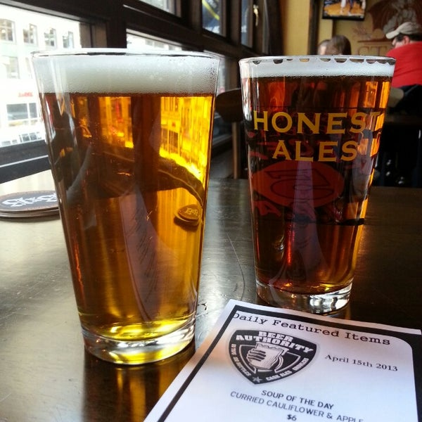 Foto diambil di Beer Authority NYC oleh Srisasi C. pada 4/15/2013