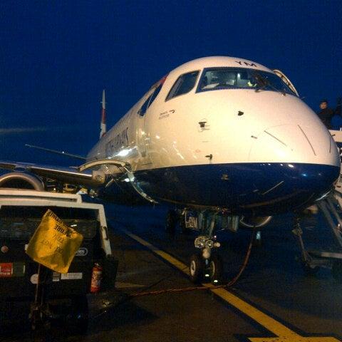 Das Foto wurde bei Edinburgh Airport (EDI) von Takashi T. am 10/31/2012 aufgenommen