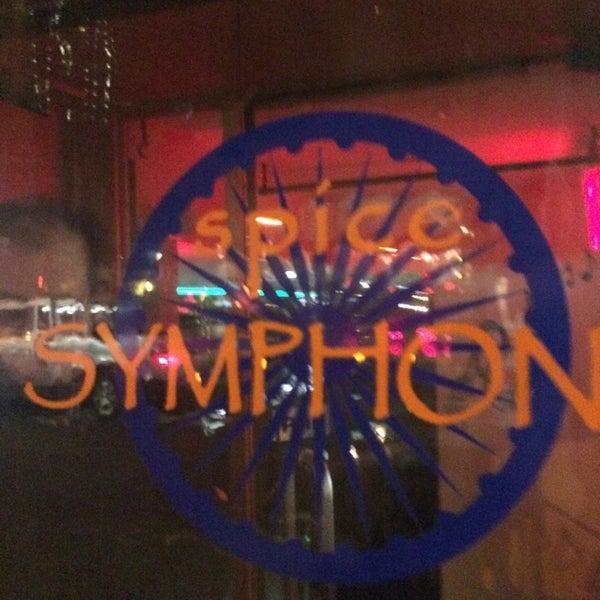รูปภาพถ่ายที่ Spice Symphony โดย Janiejaner G. เมื่อ 4/11/2014