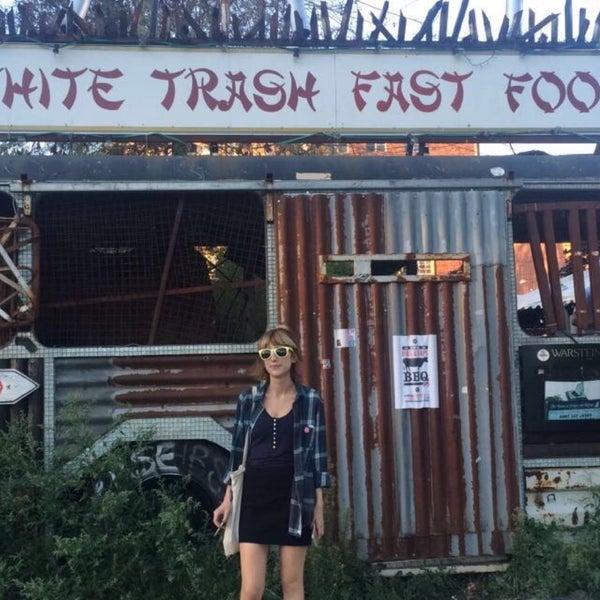 Photo prise au White Trash Fast Food par Pelin R. le8/25/2016