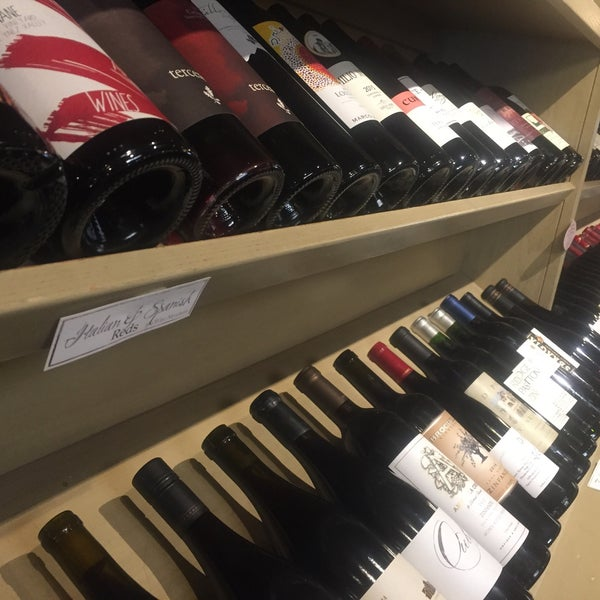 Foto scattata a Los Olivos Wine Merchant Cafe da Devin B. il 9/30/2018