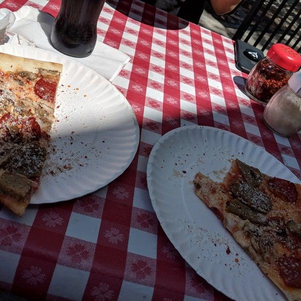 Foto scattata a La Rocco's Pizzeria da ᴡᴡᴡ.Corey.18sexy.co S. il 6/18/2018