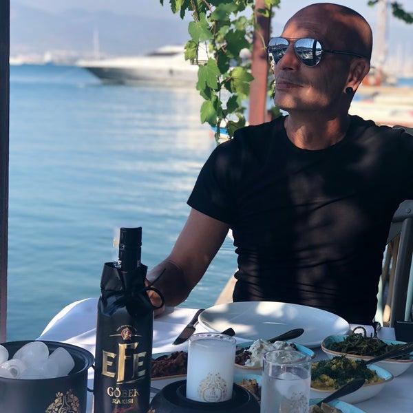 Das Foto wurde bei Fethiye Yengeç Restaurant von Yusuf A. am 8/18/2018 aufgenommen