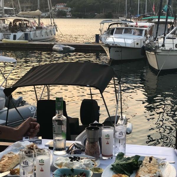 7/2/2018에 Nilay T.님이 Fethiye Yengeç Restaurant에서 찍은 사진