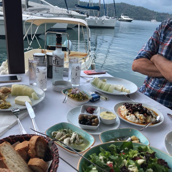 6/28/2018에 Nilay T.님이 Fethiye Yengeç Restaurant에서 찍은 사진