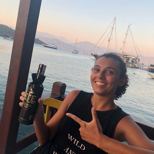 Foto tirada no(a) Fethiye Yengeç Restaurant por Nilay T. em 9/9/2018