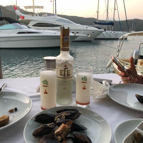 Foto tirada no(a) Fethiye Yengeç Restaurant por Nilay T. em 6/26/2018