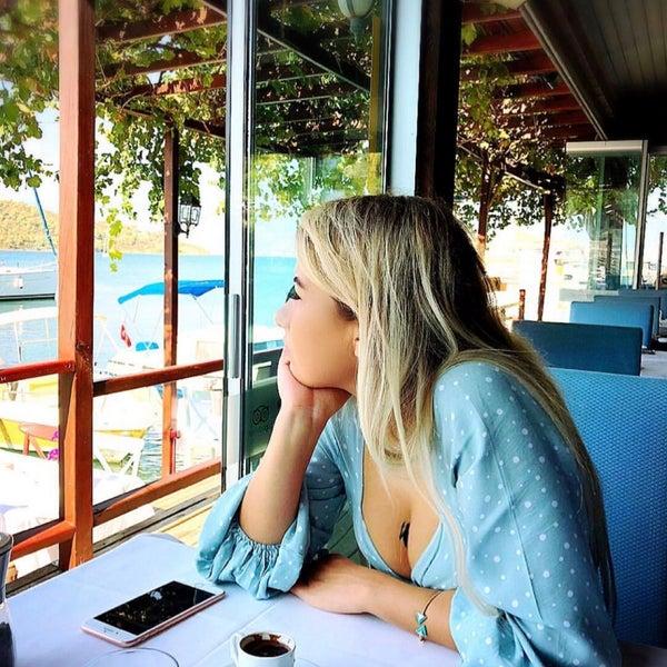 Foto tirada no(a) Fethiye Yengeç Restaurant por Nilay T. em 9/22/2018