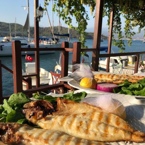 Foto tirada no(a) Fethiye Yengeç Restaurant por Nilay T. em 8/13/2018