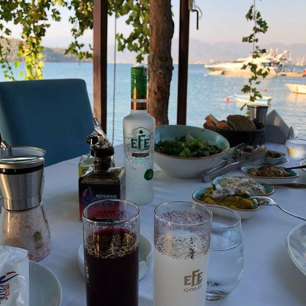 Foto tirada no(a) Fethiye Yengeç Restaurant por Nilay T. em 8/18/2018