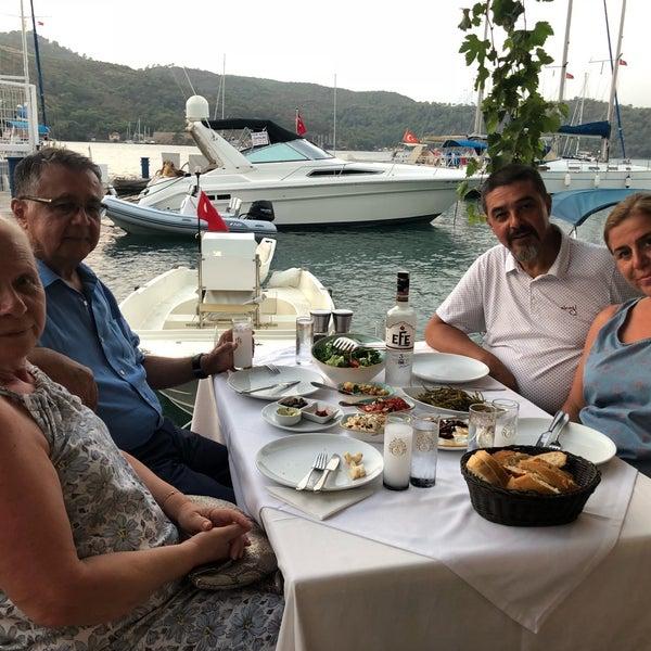 Foto tirada no(a) Fethiye Yengeç Restaurant por Nilay T. em 8/25/2018