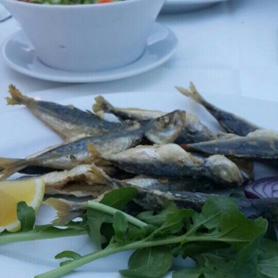 Foto tirada no(a) Yasemin Restaurant por Selmin . em 4/10/2016