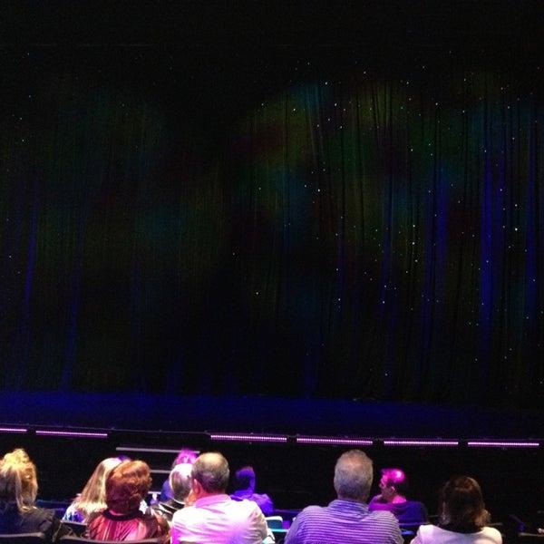 1/28/2013 tarihinde Heather G.ziyaretçi tarafından VEGAS! The Show'de çekilen fotoğraf