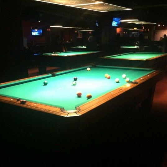 Foto tomada en Society Billiards + Bar por Ace el 9/26/2012