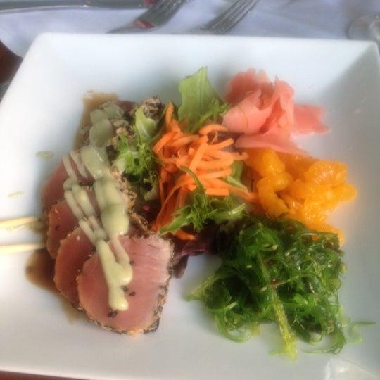 Foto diambil di Southernmost Beach Cafe oleh Rivzzz 💋 pada 5/26/2012