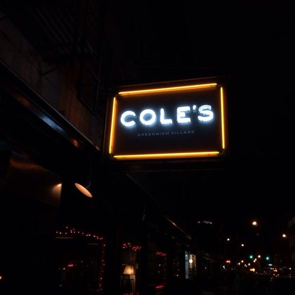 Photo prise au Cole's Greenwich Village par Hank L. le12/23/2013
