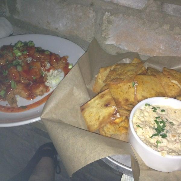 Foto tirada no(a) The Big Ketch Saltwater Grill por Lauren A. em 7/20/2013