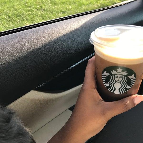 Das Foto wurde bei Starbucks von K am 7/31/2017 aufgenommen