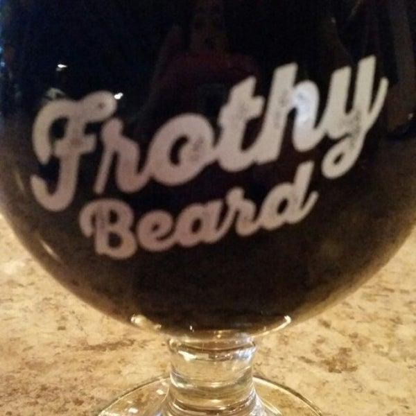 Foto tirada no(a) Frothy Beard Brewing Company por leslie m. em 1/18/2016