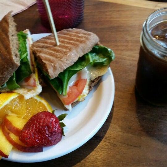 Foto diambil di Street 14 Cafe oleh Courtney M. pada 6/12/2015