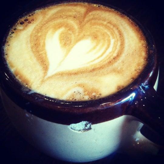 Foto tomada en Ipsento Coffee House por Maureen el 10/18/2012