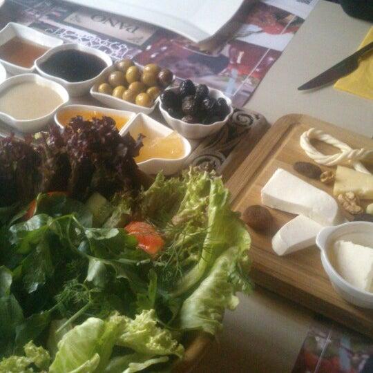 Foto diambil di Pano Restaurant ve Kahve Evi oleh Eda Ş. pada 3/31/2015