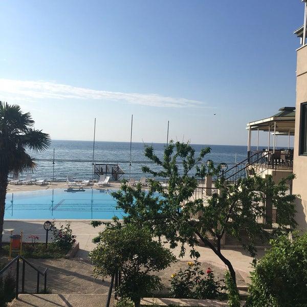 รูปภาพถ่ายที่ Assos Ida Costa Hotel โดย Funda O. เมื่อ 5/6/2017