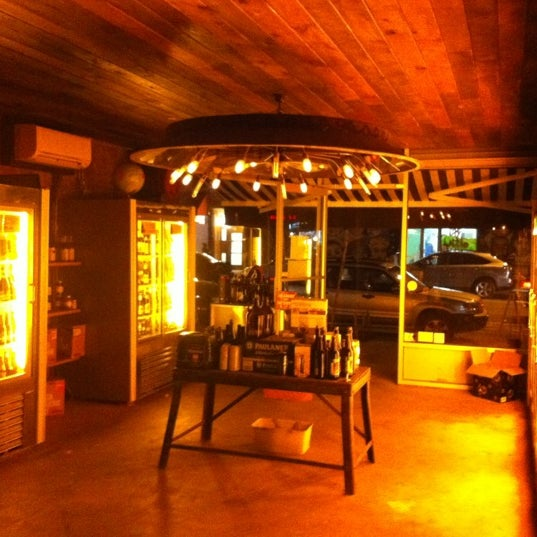 Foto scattata a Alphabet City Beer Co. da Amira B. il 12/9/2012