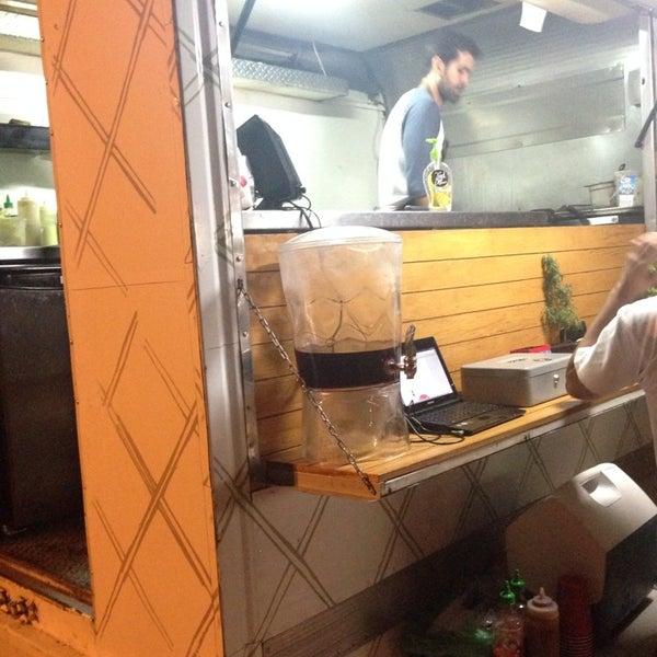 Das Foto wurde bei Truck Chef Urban Food von Carlos B. am 7/2/2014 aufgenommen