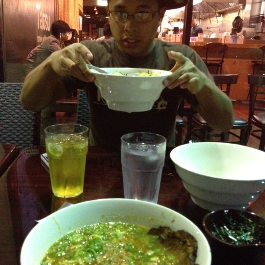 7/11/2012 tarihinde Renee J.ziyaretçi tarafından Tatsu Ramen'de çekilen fotoğraf