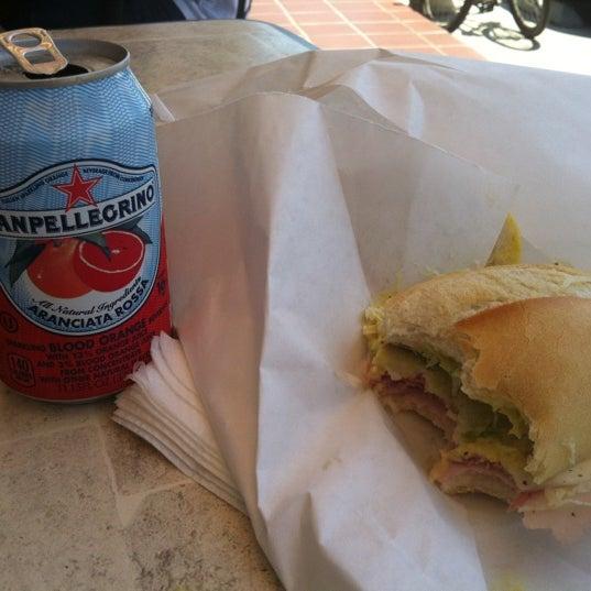 Das Foto wurde bei Mona Lisa Italian Restaurant von Stacey S. am 8/12/2012 aufgenommen