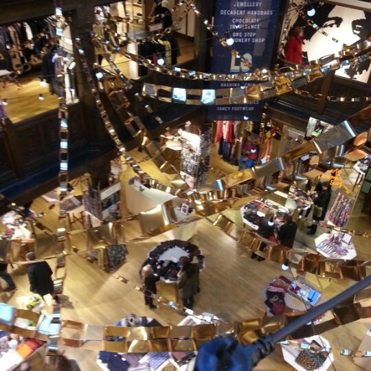 Photo prise au Liberty of London par A. le12/17/2012