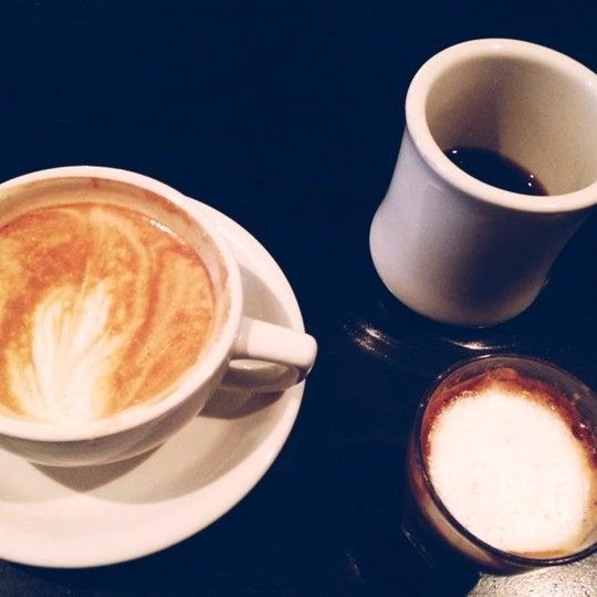 Das Foto wurde bei Coffee Foundry von talida am 10/12/2012 aufgenommen