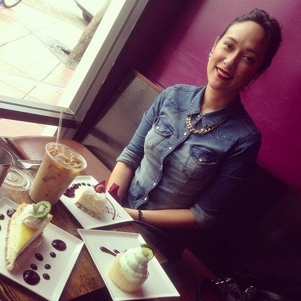 Foto tomada en Heaven Sent Desserts por Kaizer K. el 5/7/2013
