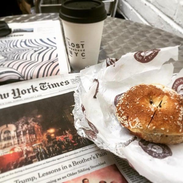 1/3/2016 tarihinde Lee S.ziyaretçi tarafından Davidovich Bagel Shop NYC'de çekilen fotoğraf