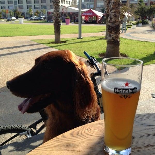 Das Foto wurde bei The Beer Box von Mar F. am 11/3/2013 aufgenommen