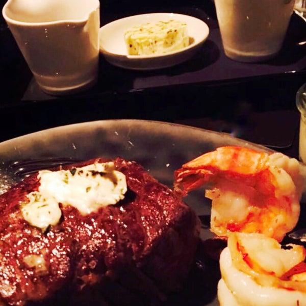 Foto tirada no(a) HEART Restaurant & Bar por MaJeD em 8/29/2017