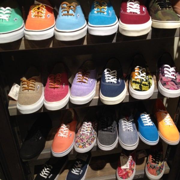 9eef71208127 Vans - Обувной магазин в Санкт-Петербург