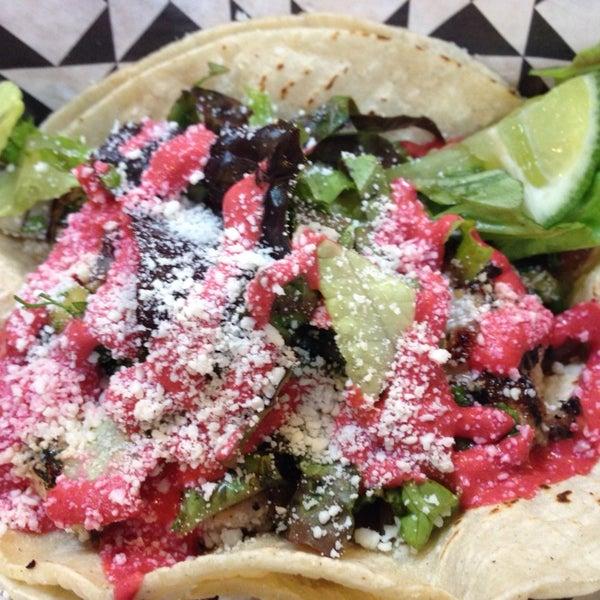 Снимок сделан в Brooklyn Taco Company пользователем JennyJenny 4/17/2014