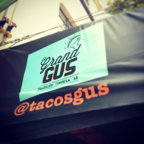 รูปภาพถ่ายที่ Tacos Gus โดย Xavi F. เมื่อ 3/11/2013