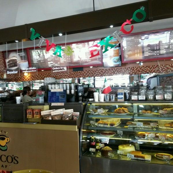 Foto tomada en Rico's Café Zona Dorada por Francisco R. el 9/25/2016