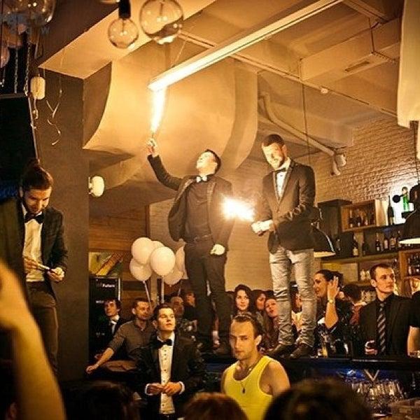 รูปภาพถ่ายที่ Moska Bar โดย Вова Б. เมื่อ 4/28/2013